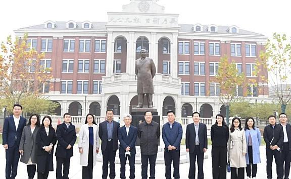天津市南开中学理事会理事长孙海麟莅临南开学校进行专题报告